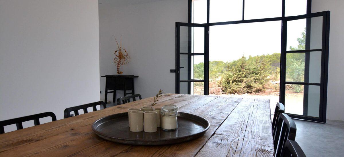 Vivienda en Formentera. Mesa de madera